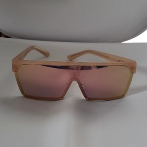 "QUAY ""Shade Queen"" sunglasses"